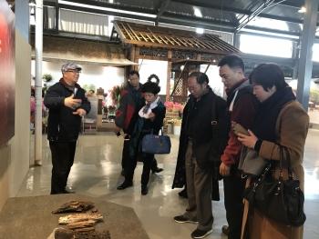 负责人等参观澳门真人游戏娱乐滇南本草植物博物馆等景点